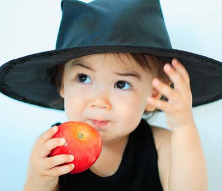 """4 nguyên tắc """"vàng"""" khi cho bé ăn hoa quả"""