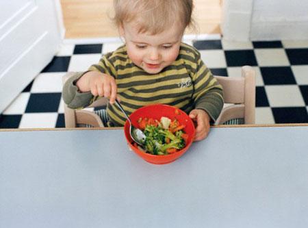 Những mẹo nhỏ giúp trẻ ăn rau nhiều hơn