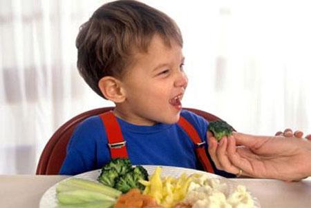 Tạo cho con trẻ thói quen ăn uống tốt