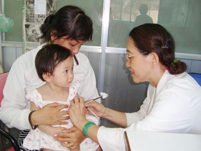 Chớ 'chểnh mảng' việc tiêm phòng cho con khỏe mạnh - Tin180.com (Ảnh 1)