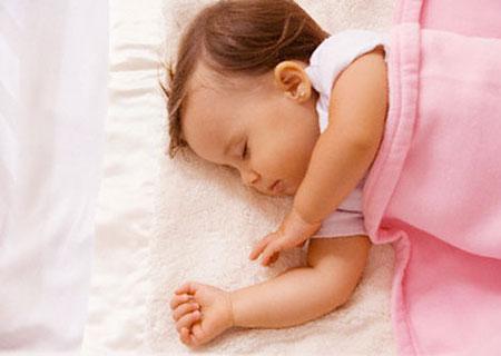 Trẻ ngừng thở vì bị gối ngủ đè - Tin180.com (Ảnh 1)