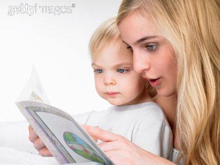 Chuẩn bị cho con vào lớp 1 – 10 cách giúp bé phát triển kỹ năng đọc !