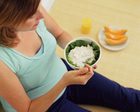 Ăn uống và bổ sung dinh dưỡng khi mang thai 3 tháng đầu