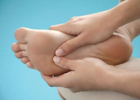 Massage đôi chân bà bầu - Tin180.com (Ảnh 1)