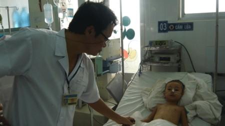 Trẻ bị sốt xuất huyết và tay chân miệng tăng mạnh