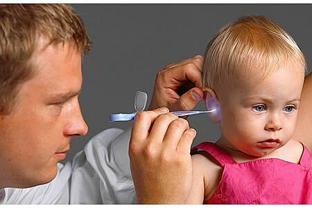 Vệ sinh tai cho bé thế nào cho đúng?