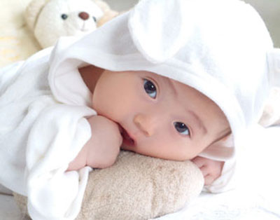 Bé 3 tháng tuổi – Cơ cổ vững và mạnh hơn