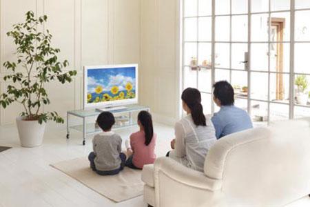 gia-dinh-xem-tv