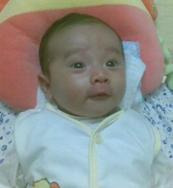 Những đặc điểm phát triển của bé 2 tháng tuổi