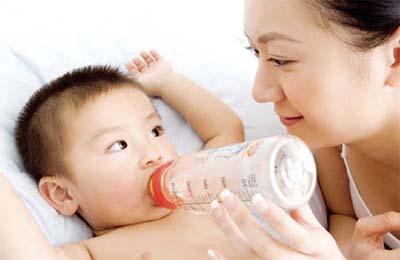Chăm sóc cho bé bị tiêu chảy tại nhà