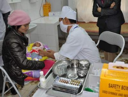 Tiêm vaccin cho trẻ ngay sau khi sinh là biện pháp hữu hiệu phòng bệnh viêm gan B