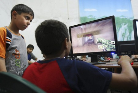 Trẻ xem TV, chơi máy tính nhiều dễ bị bệnh tim