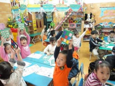 Được học và chơi đúng cách sẽ giúp trẻ phát triển tốt