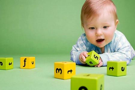 Cha mẹ nên dạy bé phân biệt màu sắc bằng nhiều phương pháp khác nhau