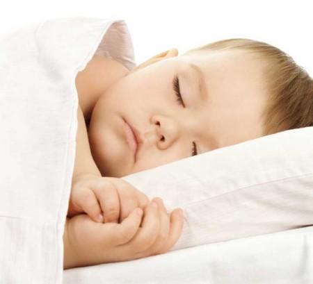 Nhiệt độ phòng tối ưu giúp bé ngủ ngon hơn