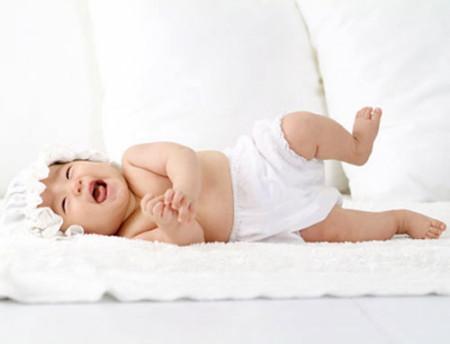 Cần lưu ý đến nhiệt độ của trẻ để phòng trẻ bị sốt hoặc mất nước