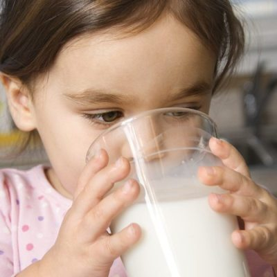 Uống nhiều sữa không hẳn đã tốt