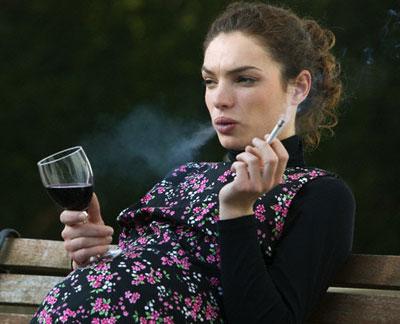 Rượu và thuốc lá ảnh hưởng nghiêm trọng tới sự phát triển của thai nhi