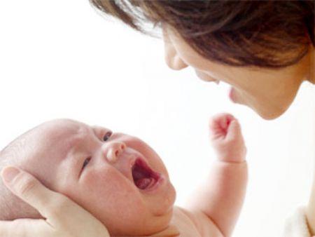 Khi bé khóc bất thường, đó là 1 dấu hiệu cần chú ý