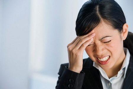 Đau đầu rất thường gặp khi áp lực công việc gia tăng