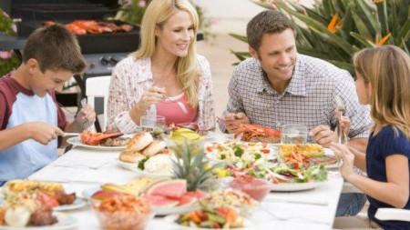 Thói quen ăn uống tốt được hình thành từ những bữa ăn gia đình