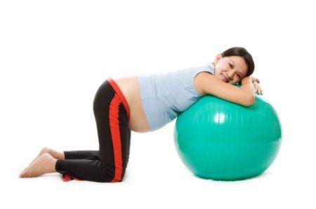Tập với bóng sinh thường xuyên trước khi sinh rất có lợi cho thai phụ