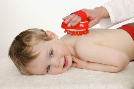 Xoa bóp giúp tăng sức đề kháng của trẻ