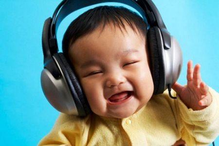 Nghe nhạc một cách có chọn lọc cũng là cách giúp bạn nâng cao chỉ số IQ cho trẻ.