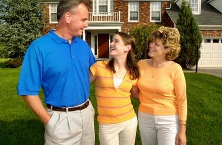 Cha mẹ nên gần gũi, yêu thương, tôn trọng, và sẵn sàng chia sẻ vơi con cái