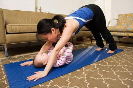 Mẹ và bé cùng vui tập thể dục