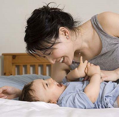 Bạn có thể bắt đầu dạy con hành vi tốt ngay từ khi bé 1 tuổi