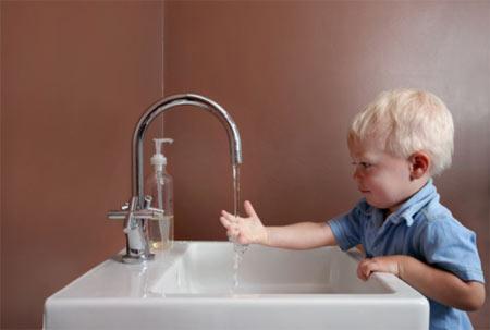Rửa tay thường xuyên là một trong những cách phònng chống bệnh tật