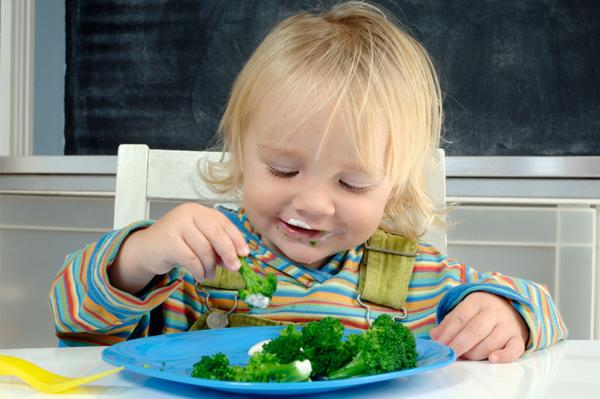 Hãy để trẻ tiếp xúc với các món ăn đó càng sớm càng tốt.