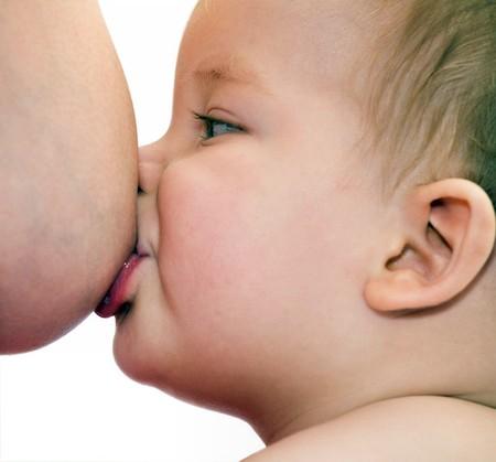 Sữa mẹ vẫn là nguồn dinh dưỡng tốt nhất với trẻ sinh non