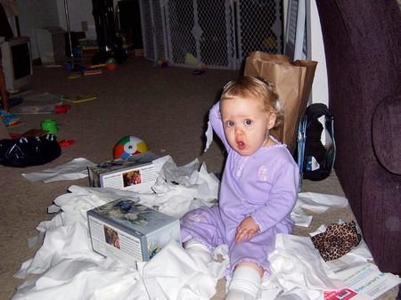 Tại sao con tôi có vẻ bồn chồn và chán đồ chơi của bé?