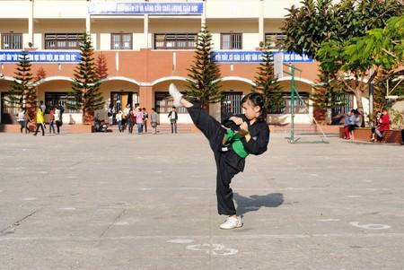 Những sự lựa chọn như múa, thể dục, bơi lội, võ thuật... sẽ giúp cơ thể trẻ ngày một lớn lên cân đối hơn.