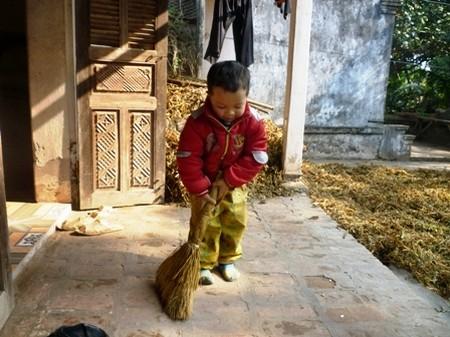 Giao cho trẻ những công việc phù hợp với lứa tuổi sẽ mang lại lợi ích kép