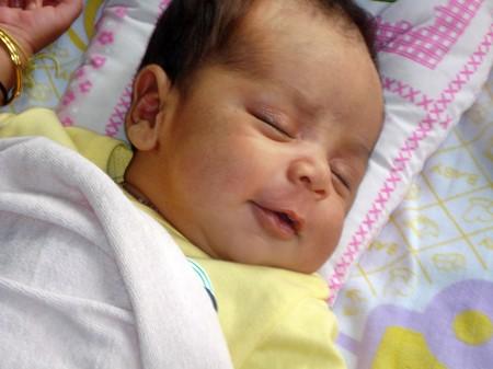 Mỗi em bé sơ sinh cần một số giờ ngủ khác nhau tùy thuộc vào thói quen và tháng tuổi của trẻ.