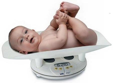 Chỉ số cân nặng thay đổi phụ thuộc vào thể lực của từng em bé.