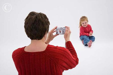 Trẻ em dưới 4 tháng tuổi có thể bị tổn thương mắt nếu chụp ảnh nghệ thuật.