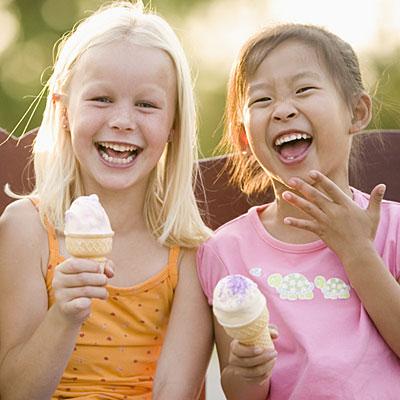 Nếu dùng đồ lạnh nhiều trẻ sẽ bị viêm họng.