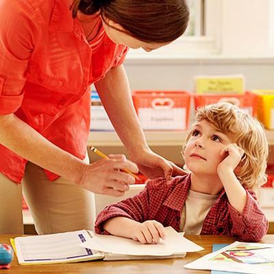 Phụ huynh chỉ nên khêu gợi, định hướng trong việc dạy con làm mọi việc, từ đó sẽ khuyến khích tính linh hoạt, sáng tạo trong trẻ
