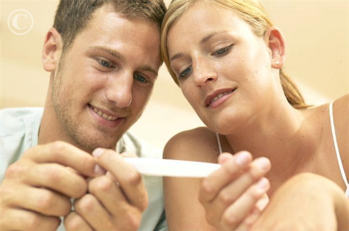 Vợ chồng cùng đón nhận tin vui
