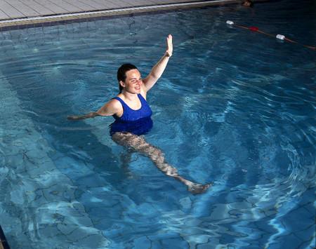 Khi tập thể thao dưới nước, bà bầu không được phép lặn