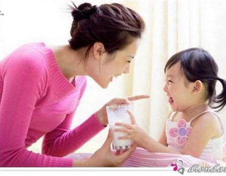Uống sữa là cách bổ sung can-xi là cách tốt nhất