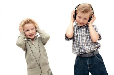 Hãy cho trẻ nghe nhạc ít nhất ba lần trong ngày.