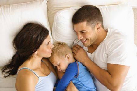 Không nên cho trẻ ngủ riêng trước 3 tuổi