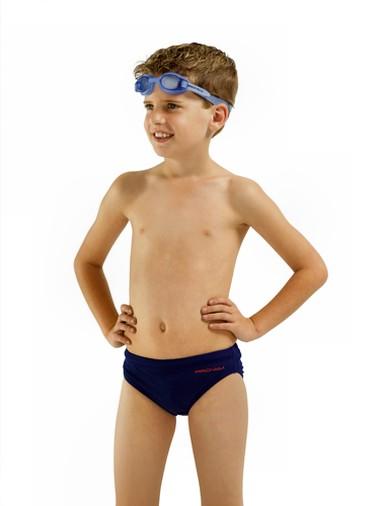 Mặc quần chip là thói quen cần thiết cho bé trai.