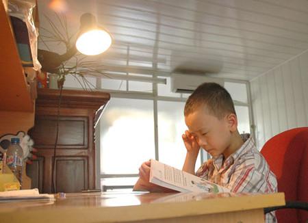 Nên sử dụng đèn sợi đốt làm đèn học tập, làm việc.