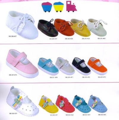 Tốt nhất hãy chọn những loại giày có đế cứng, chắc cho bé.